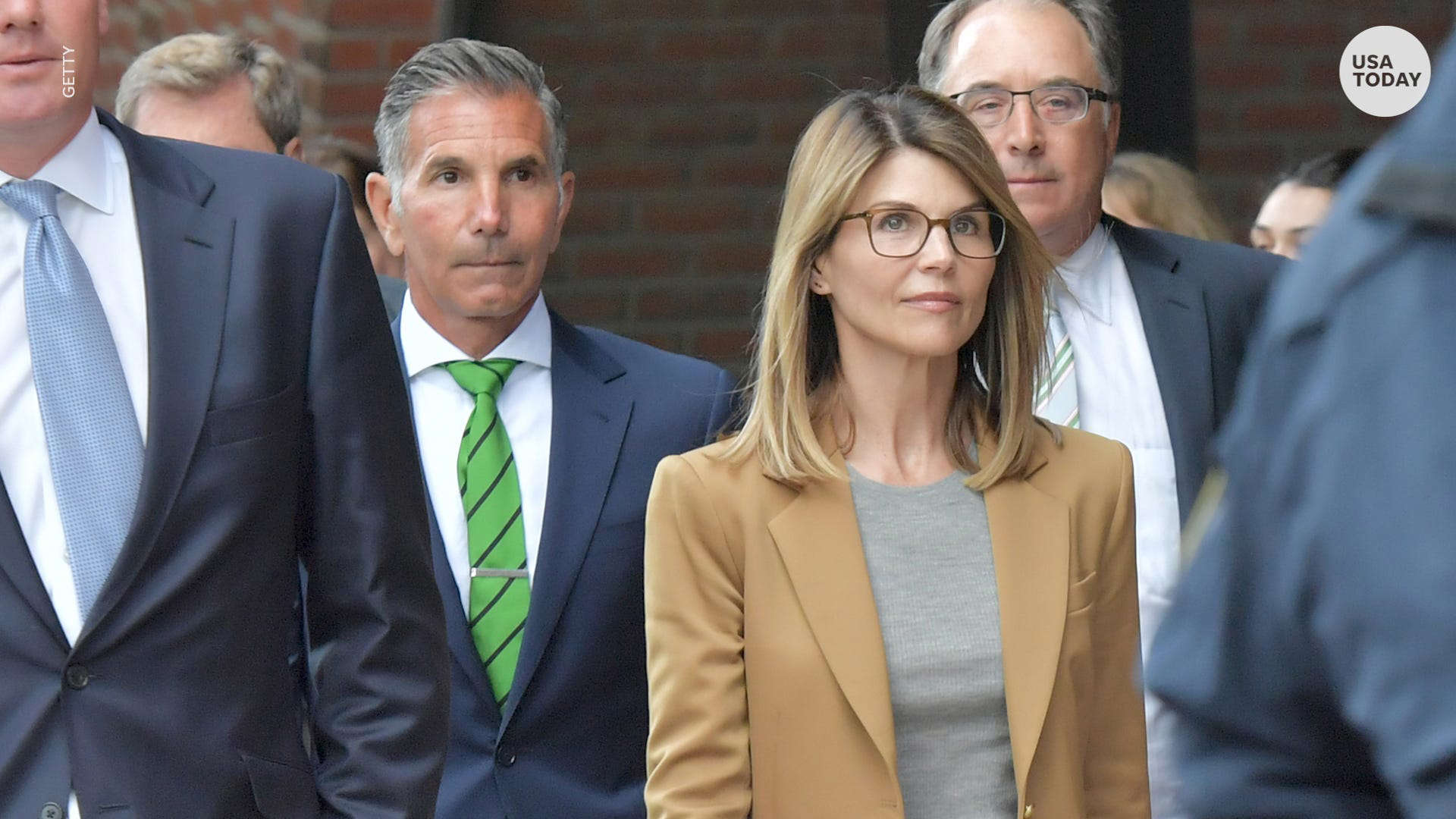 Lori Loughlin, Husband Mossimo Giannulli Sentenced to Prison in College Admissions Scandal BB14qbTA