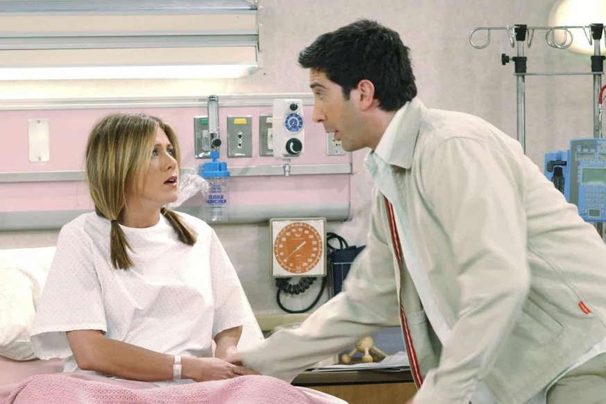 Slide 2 de 31: 'We were on a break!' ('Nós estávamos dando um tempo!' em português) é, sem dúvida, a frase mais marcante de 'Friends'. Do primeiro ao último episódio, a história de amor de Ross e Rachel foi a espinha dorsal da icônica série de TV.
