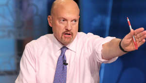 Jim Cramer wearing a pink shirt