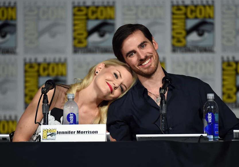 Slide 15 de 31: Em 'Once Upon a Time' ('Era Uma Vez' no Brasil), Emma e Hook fizeram os espectadores suspirarem. O casal improvável derrotou as forças do mal junto. Não é romântico?