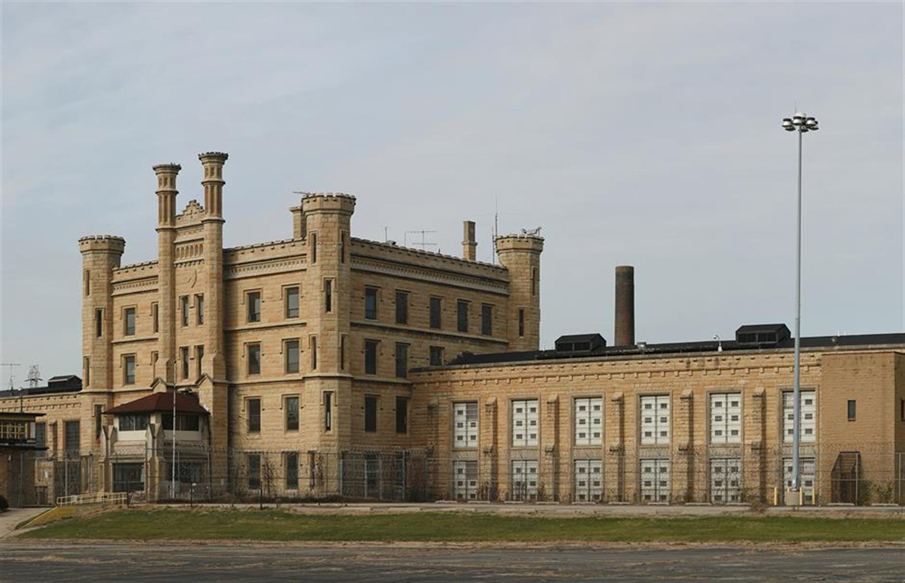 Slide 26 of 101: This castle-like prison in northeastern Illinois was first opened in the late 1850s. The building was as formidable on the inside as it was on the out and, having reached capacity, the prison offered cramped and unsanitary conditions for its inmates.