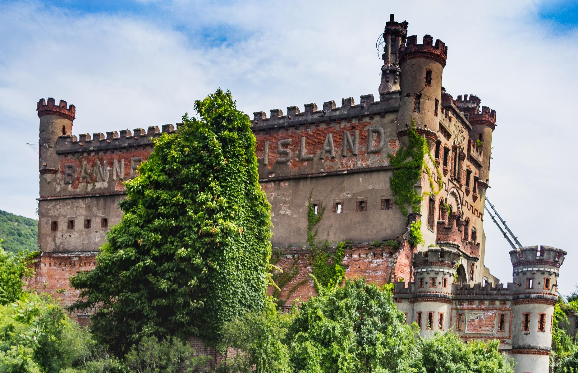 Slide 64 of 101: This turreted European-style castle was built for Scotsman Francis Bannerman VI in the early 20th century. Bannerman owned a weaponry business and intended to use the elaborate structure as a storage facility.