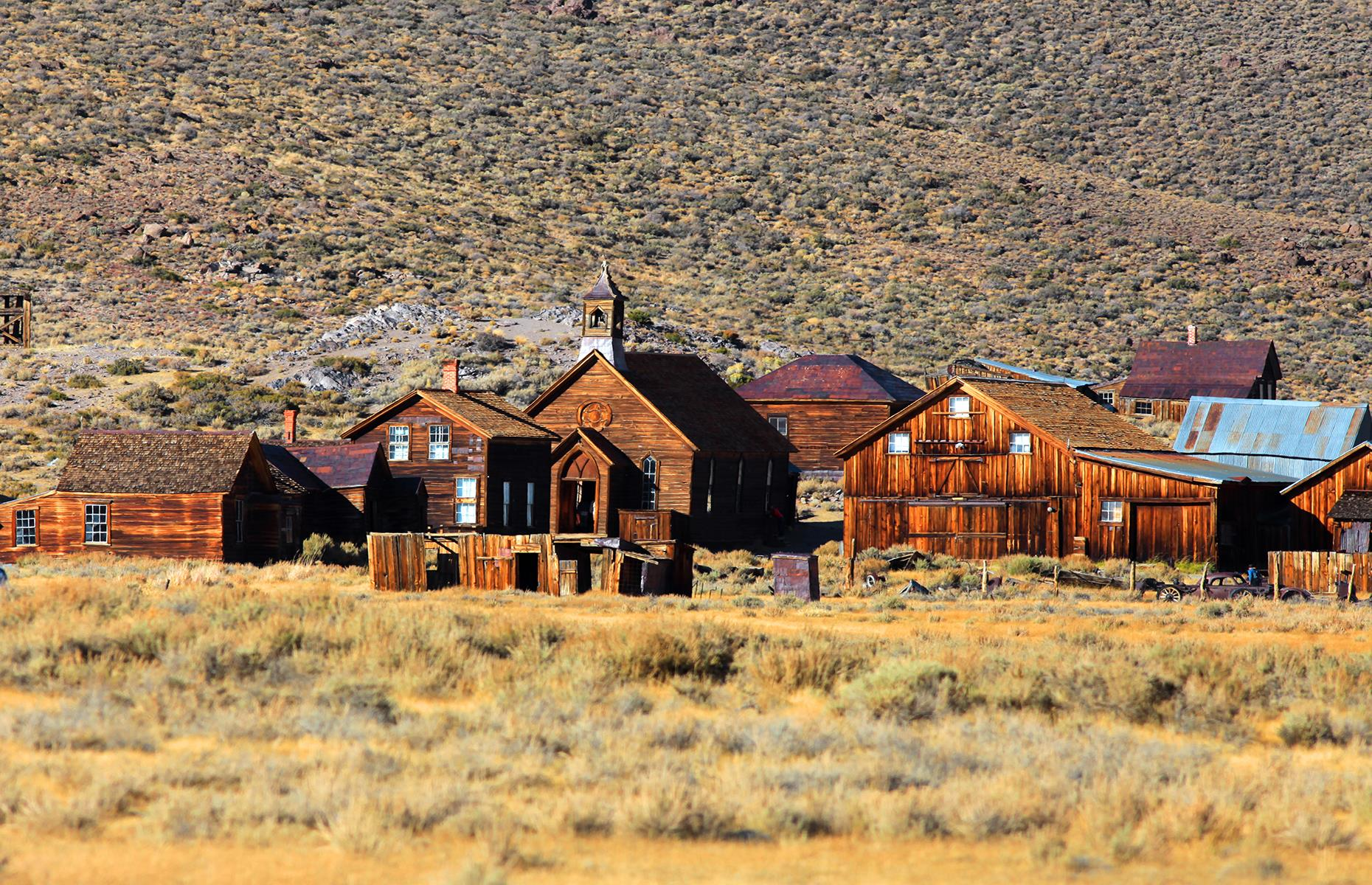 Slide 39 of 68: In its heyday, this California gold mining town had 10,000 inhabitants and 65 saloons, gambling halls, opium dens and brothels. The frequent outbreaks of violence and murders earned Bodie the dubious reputation as 'the most lawless' mining camp in the Wild West.