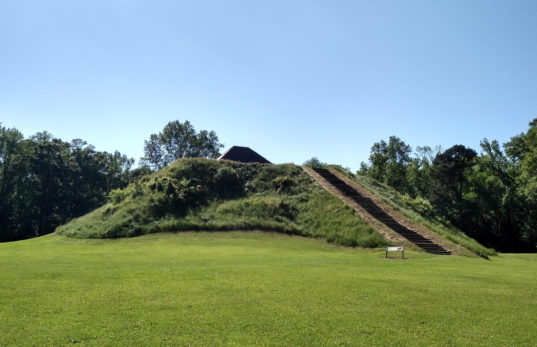 """Slide 15 of 27: National Geographic once described Moundville as """"The Big Apple of the 14th Century"""". The 29 flat-topped earthen mounds, crafted by Native Mississippians around 800 years ago, may not quite measure up to the skyscrapers of modern New York, but they speak of a sophisticated and advanced civilization."""