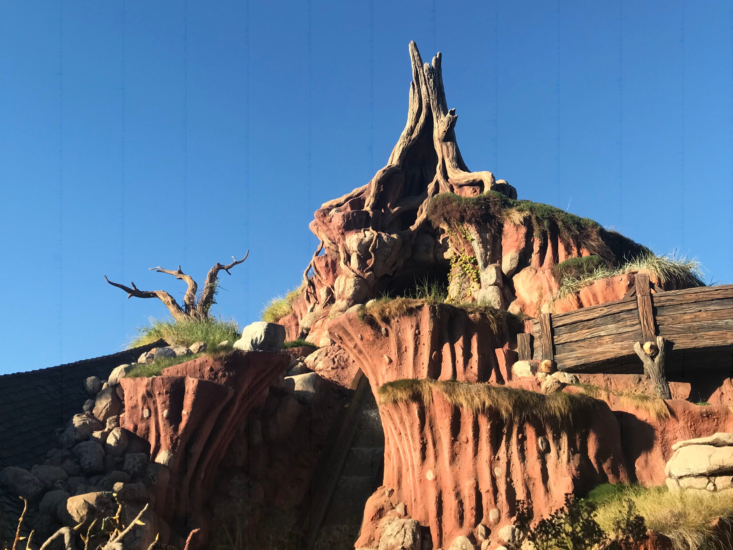 """Slide 20 of 23: Guests who have been visiting Disney Parks for a while might recognize some of the characters in the final scene of Splash Mountain.These characters — including three alligators, three frogs, and a raccoon referred to as The Swamp Boys — originally made their Disneyland debut in the show """"America Sings,"""" which was located in Tomorrowland from 1974 to 1988.However, this month, both Disneyland and Disney World announced that they will be retheming Slash Mountain into a """"Princess and the Frog"""" attraction."""