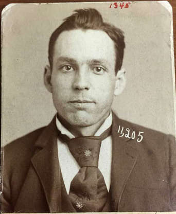 """Slide 26 of 32: By all accounts a dandy of gentlemanly appearance, Marlon Columbus Hedgepeth (his real name) was, according to Allan Pinkerton of the National Detective Agency, """"a deadly killer and one of the fastest guns in the West."""" He killed at least two people and was also wanted for train robbing and larceny. He served 14 years in prison before being shot and killed in a botched Chicago saloon robbery."""