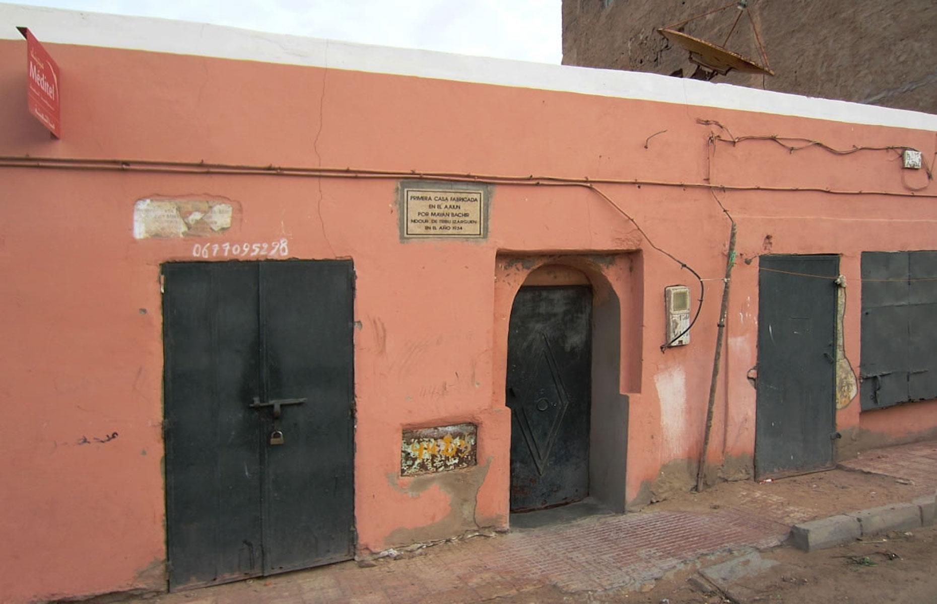 Slide 27 of 51: Almost half of that number live in its largest city Laayoune (about 200,000 inhabitants), which is administered by Morocco and is under the supervision of UN peacekeepers. This house is said to be the oldest, dating back to 1934.