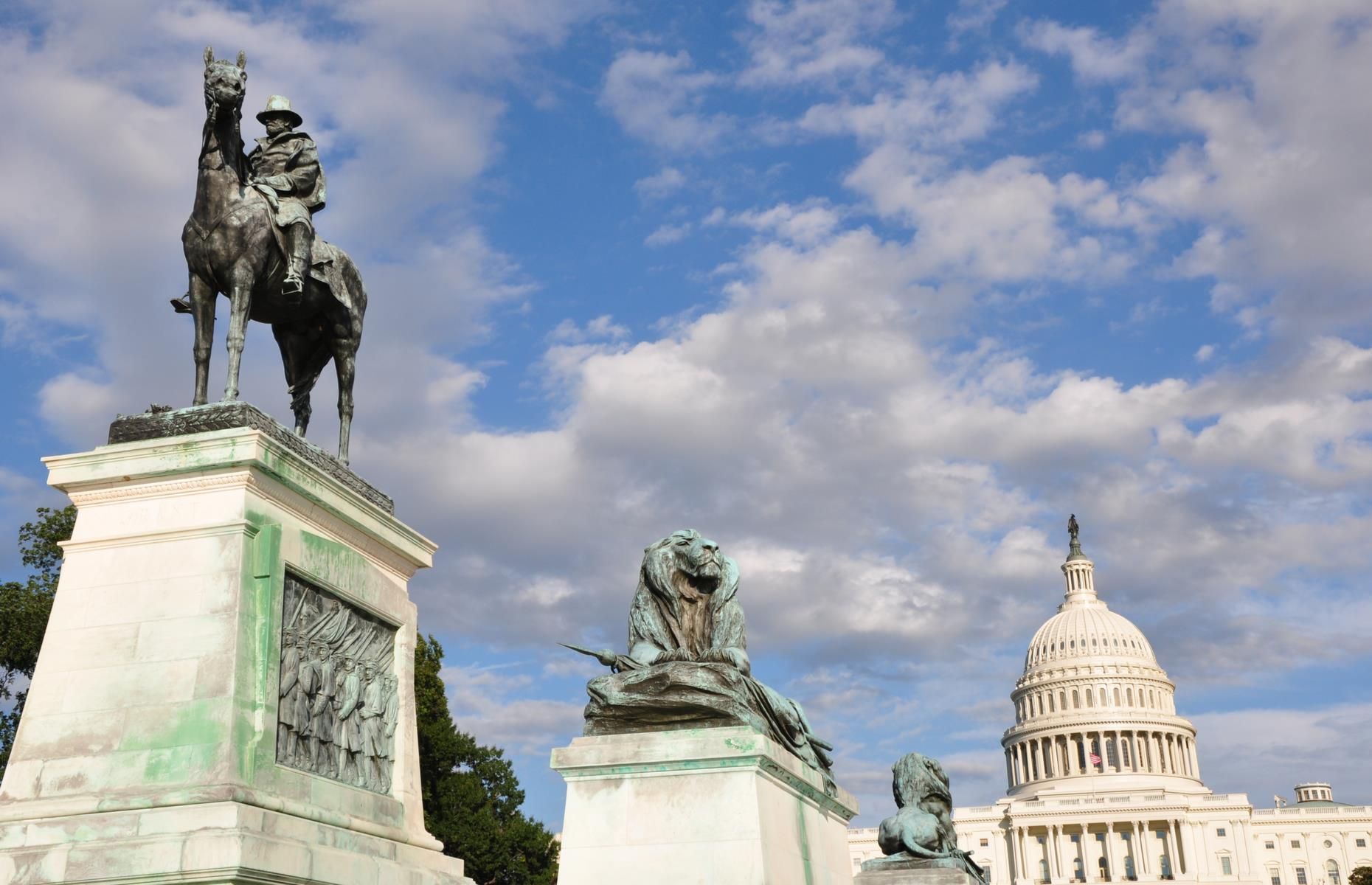 Slide 26 of 28: However, funding for this bridge was blocked and, instead, the simpler Arlington Memorial Bridge was completed at the site in 1932. A memorial to General Ulysses S. Grant (pictured) now stands at the foot of Washington DC's Capitol Hill.