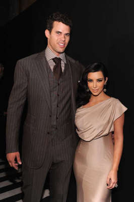 Kris Humphries, Kim Kardashian are posing for a picture: Kim Kardashian and Kris Humphries