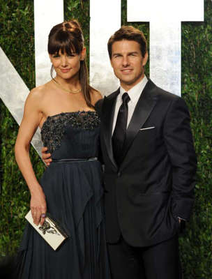 Karen Leigh Hopkins, Tom Cruise are posing for a picture: Tom Cruise and Katie Holmes