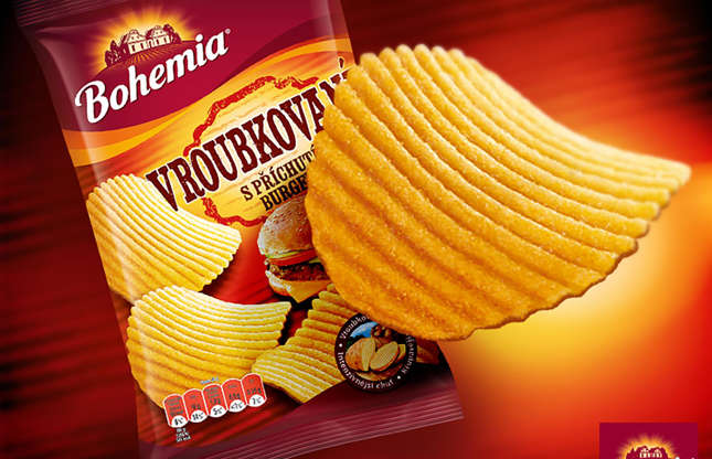 Diapositiva 2 de 32: Siempre iba a pasar un chip con sabor a hamburguesa y Bohemia, la popular marca de bocadillos de la República Checa, hizo realidad el sueño en 2014. Lamentablemente, ya no está disponible, pero imaginamos (y esperamos) que tengan un sabor cruzado. entre bistec a la parrilla, queso y cebolla, y chips con sabor a kétchup.