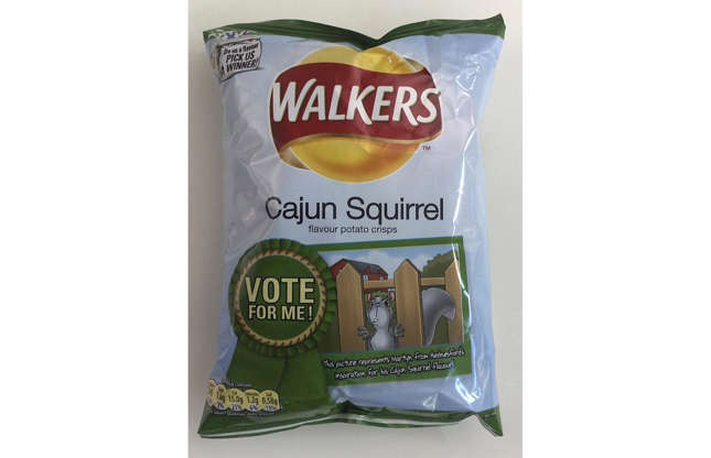 Diapositiva 3 de 32: Los chips Walkers Cajun Squirrel se crearon como parte de su campaña Do Us A Flavor en el Reino Unido en 2009. Los miembros del público sugirieron nuevos sabores y el ganador recibió un premio en efectivo. Este sabor inusual se inspiró en un plato del menú de un restaurante. Las patatas fritas tenían un suave sabor cajún pero, afortunadamente, no contenían rastros de ardilla.