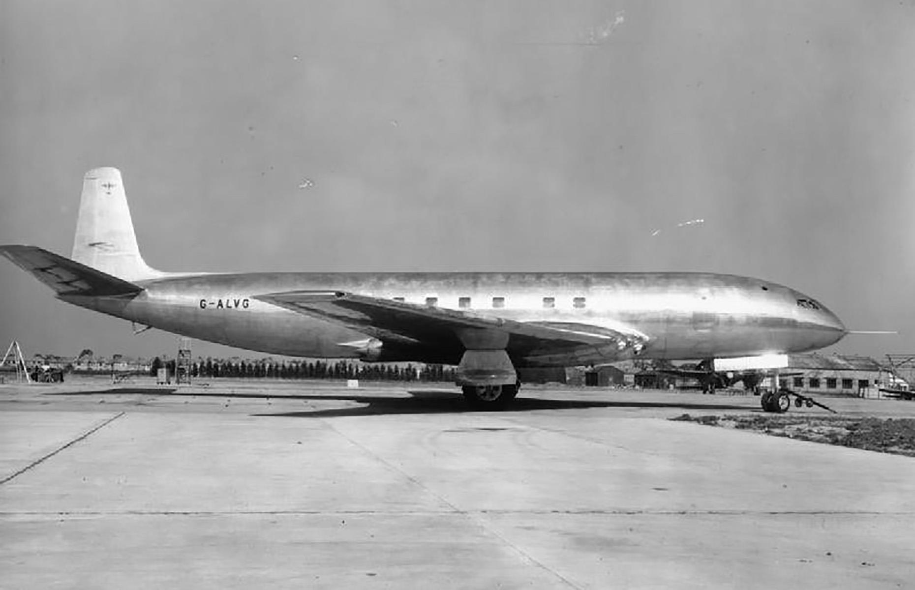 Slide 14 of 35: Hailing from Britain, the de Havilland Comet was the world's first commercial jet airliner. Built in the late 1940s and first introduced to the commercial market in 1952, it was a cut above the rest, and not just because of its turbojet engines.