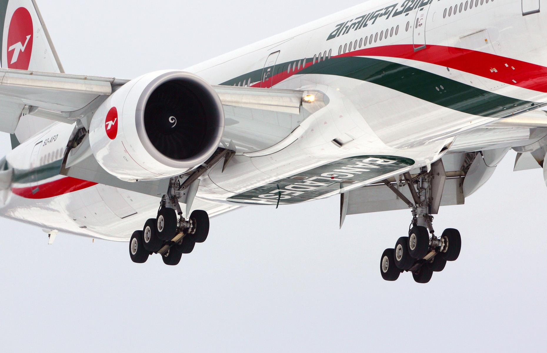 Slide 22 of 35: One of the most defining features of the Triple Seven, as it's known colloquially, is its large landing gear. Each 'leg' has a set of six tires, making it capable of withstanding a load of up to 32.3 tons (29,294 kg). It also has thicker wings with a large span, meaning it has better take-off performance and can cruise at higher altitudes of over 43,000 feet (13,106m).
