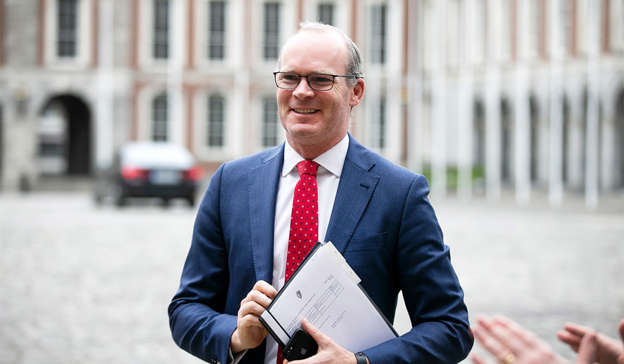 Simon Coveney wearing a suit and tie: A spokesperson for Foreign Affairs Minister Simon Coveney has denied that he was directly involved in helping the 'Dubai Two' return to Dublin. Pic: Sam Boal/RollingNews.ie