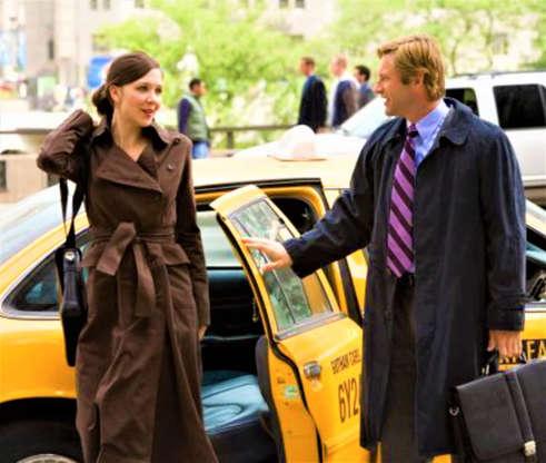Slide 9 de 43: Em vez disso, Maggie Gyllenhaal foi escalada para o papel. Katie Holmes disse à MTV que 'teve uma ótima experiência trabalhando com Chris Nolan', mas preferiu estrelar o filme 'Loucas por Amor, Viciadas em Dinheiro' (2008).