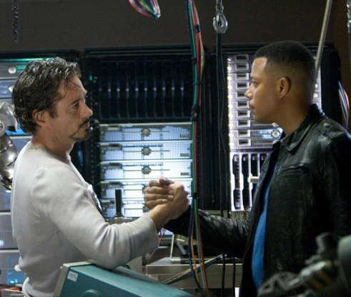 Slide 5 de 43: O ator surgiuno primeiro filme do Homem de Ferrocomo o coronel James Rhodes, que se tornaria depois o super-heróiMáquina de Combate.