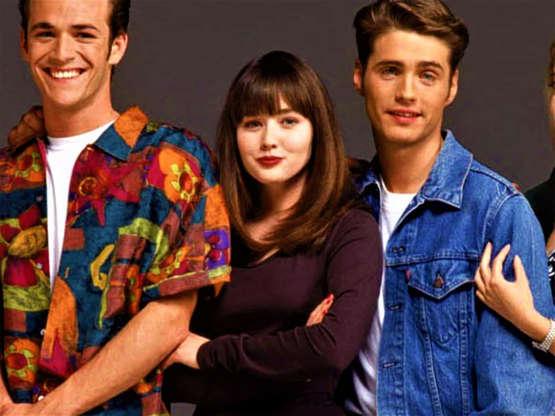 Slide 21 de 43: Doherty (centro) não foi substituídasó em 'Charmed'. A atrizfoi a astuta Brenda Walsh na série de sucesso 'Barrados no Baile'.