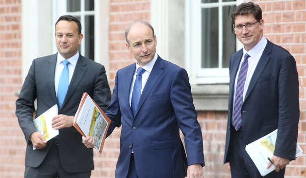 Leo Varadkar, Micheal Martin, Eamon Ryan are posing for a picture: There is growing Coalition unease over a 'permanent war on drink' amid calls for the Government to reopen so-called wet pubs that only serve alcohol. Pic: Sam Boal/RollingNews.ie