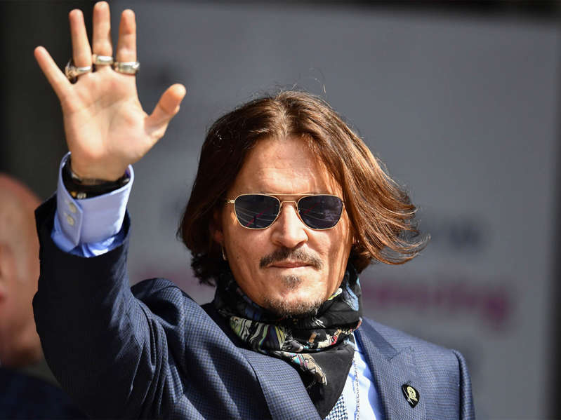 a person wearing sunglasses: Johnny Depp arrives at the Royal Courts of Justice on July 24, 2020 at the trial suing News Group Newspapers and Sun Executive Editor Dan Wootton (Getty)