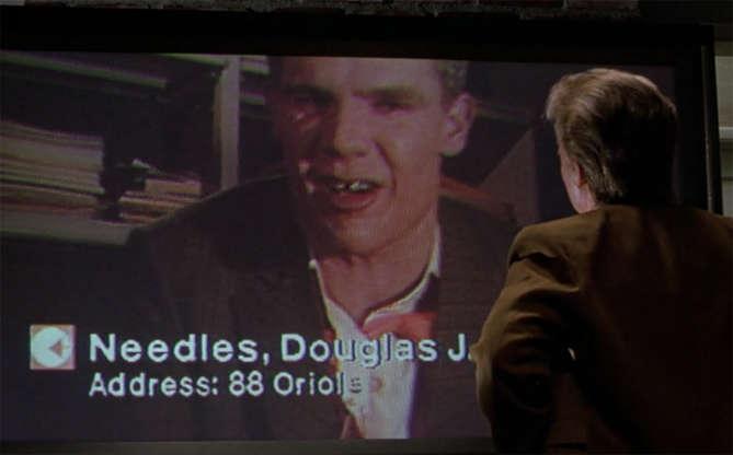 Slide 8 de 11: A conferência por meio de vídeo foi muito bem imaginada pelo diretor do longa, na hora em que Marty está tendo uma discussão calorosa com seu colega de trabalho, o Needles.