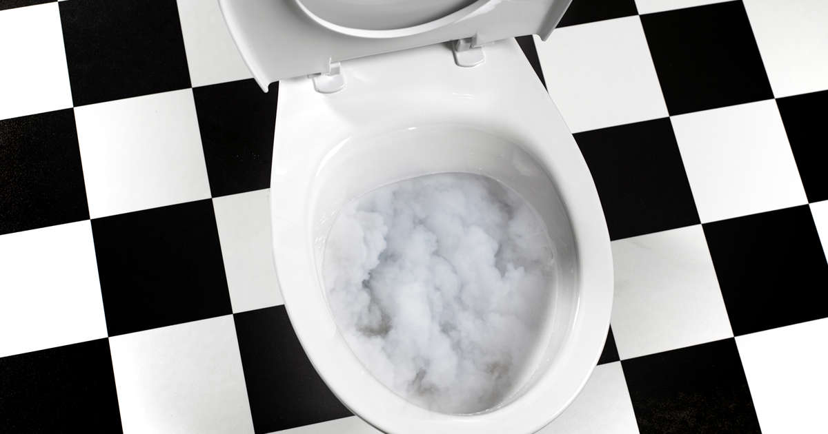 7 Causes of Cloudy Pee, According to Urologists