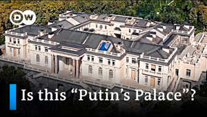 Who owns the sprawling palace complex, with its own amphitheatre, a teahouse and a helipad at the Black Sea? Kremlin critic Alexei Navalny has released a two-hour video investigation into the complex, saying the palace was built for Russian President Vladimir Putin using taxpayer money. The Kremlin has denied the allegations. The video was posted by Navalny's team two days after he was jailed upon returning to Russia.  Subscribe: https://www.youtube.com/user/deutschewelleenglish?sub_confirmation=1  For more news go to: http://www.dw.com/en/ Follow DW on social media: ►Facebook: https://www.facebook.com/deutschewellenews/ ►Twitter: https://twitter.com/dwnews ►Instagram: https://www.instagram.com/dwnews Für Videos in deutscher Sprache besuchen Sie: https://www.youtube.com/channel/deutschewelle #Navalny #PutinPalace