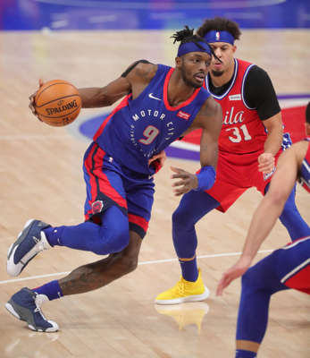 Detroit Pistons forward Jerami Grant (9) drives against Philadelphia 76ers guard Seth Curry (31) during fourth-quarter action Saturday, Jan. 23, 2021, at Little Caesars Arena in Detroit.