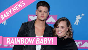 Catelynn Lowell holding a sign posing for the camera