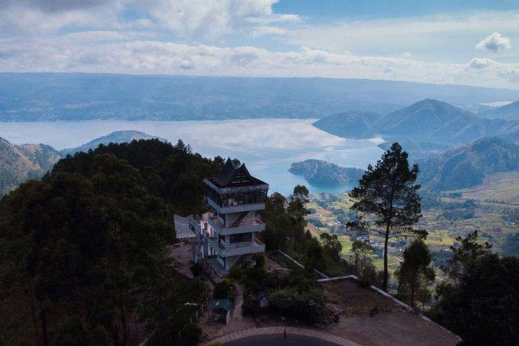 Tempat wisata bernama Menara Pandang Tele di Kabupaten Samosir, Sumatera Utara (dok. Facebook Dinas Pariwisata Kabupaten Samosir).