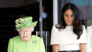 Elizabeth II, Meghan Markle are posing for a picture
