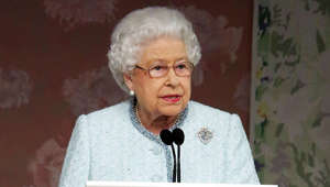 Elizabeth II looking at the camera