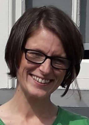 a woman wearing glasses and smiling at the camera: Pic: Violet-Anne Wynne/Twitter