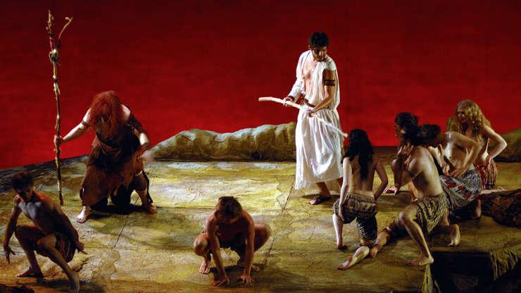 Slide 9 de 23: Em 2004, Thiago Lacerda fez a sua primeira interpretação de Jesus. A atuação aconteceu no teatro, em uma peça baseada na obra do escritor português José Saramago, 'O Evangelho segundo Jesus Cristo'.