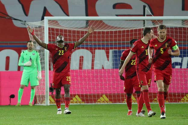 Selebrasi pemain timnas Belgia usai mencetak gol ke gawang timnas Belarusia pada pertandingan kualifikasi piala dunia zona eropa di Den Dreef, Leuven, Belgia. Foto: Yves Herman/REUTERS