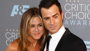 Jennifer Aniston, Justin Theroux are posing for a picture