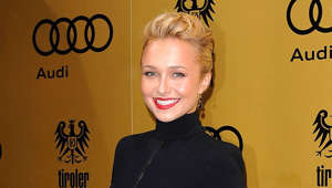 Hayden Panettiere holding a sign posing for the camera