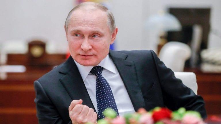 Russie: Poutine signe une loi lui permettant de rester au pouvoir jusqu'en 2036, l'opposition réagit!