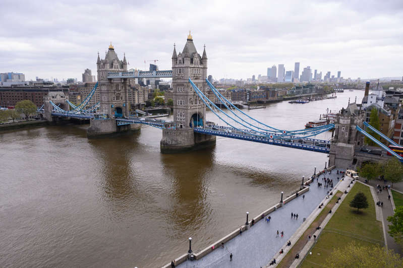 LONDON, UNITED KINGDOM - MAY 08: A general view of Tower Bridge spanning the River Thames, with the Canary Wharf financial district visible in the distance is seen on May 08, 2021 in London, England. (Photo by Leon Neal/Getty Images)