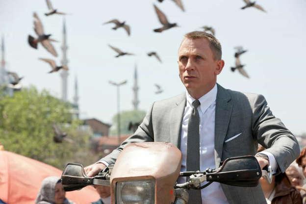 Slide 27 de 36: Apesar de Daniel Craig ter terminado de filmar o quinto filme como James Bond - que teve estreia adiada por causa do coronavírus -, o ator disse em 2015 a Time Out que preferia 'cortar seus pulsos'a voltar interpretar o agente 007 de novo.