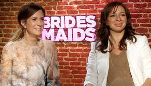 Kristen Wiig, Maya Rudolph are posing for a picture