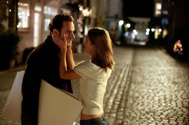 Slide 9 de 36: Famoso pela série 'The Walking Dead', Andrew Lincoln fez antes um papel fofo em 'Simplesmente Amor' (2003), mas ele acabou não curtindo. 'Em um dos filmes mais românticos de todos os tempos, eu consegui interpretar o único cara que não fica com a garota', disse ele ao EW. 'Eutive que ser esse estranho stalker'. Faz sentido a sua frustração. Lembraque na trama o ator vive Mark, personagem que é apaixonado pela esposa do melhor amigo? Coitado!