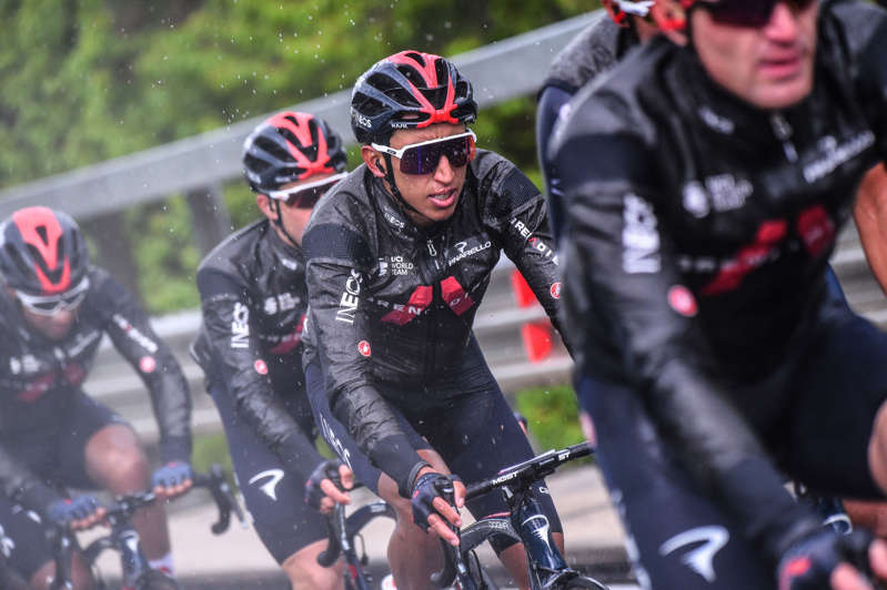 Team Ineos rider Colombia's Egan Bernal (C) rides during the sixth stage of the Giro d'Italia 2021 cycling race, 160 km between Grotte di Frasassi and Ascoli Piceno (San Giacomo) on May 13, 2021. (Photo by Dario BELINGHERI / AFP)