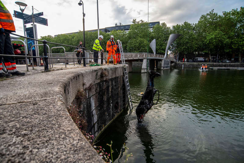 BRISTOL, ENGLAND - JUNE 11: The statue of slave trader Edward Colston is retrieved from Bristol Harbour by a salvage team on June 11, 2020 in Bristol, England. The statue was pulled from its plinth in the city centre and thrown in the water by anti-racism campaigners during a Black Lives Matter protest. (Photo by Andrew Lloyd/Getty Images)