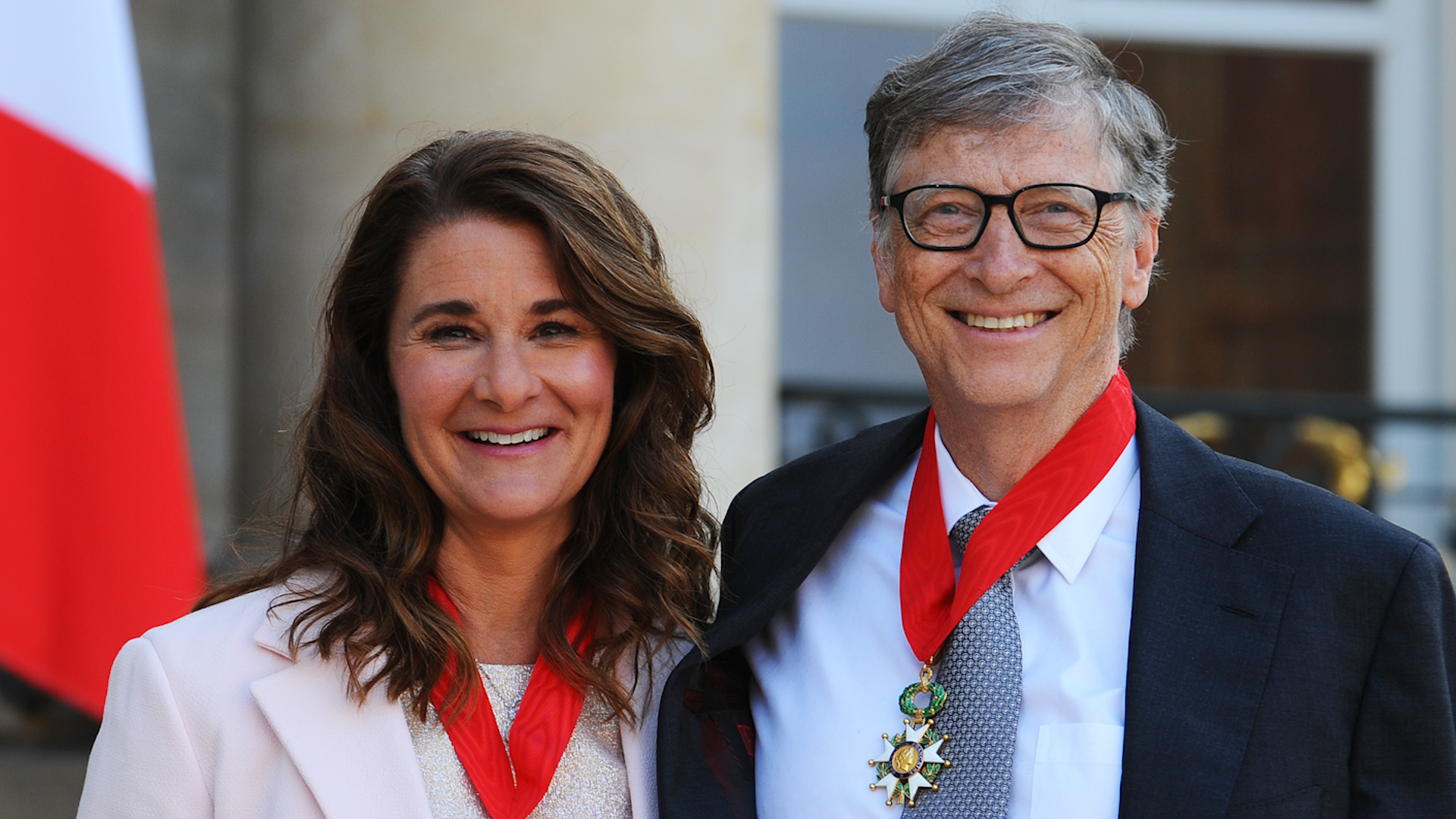 Melinda Gates, Bill Gates are posing for a picture