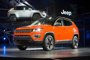 2017 Jeep Compass Latitude Interior Features - MSN Autos