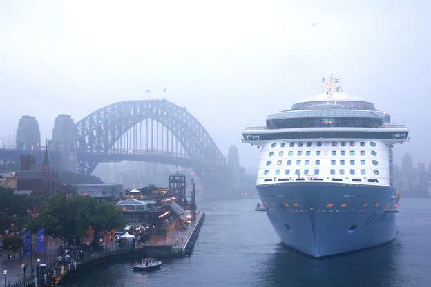Διαφάνεια 6 από 24: SYDNEY, AUSTRALIA - DECEMBER 15: MS Ovation of the Seas docks for the first time at Overseas Passenger Terminal on December 15, 2016 in Sydney, Australia. Royal Caribbean's Ovation of the Seas has made its debut voyage to Australia this week, arriving in Perth then travelling to Adelaide, Hobart and Sydney. At the length of 348 m (1,142 ft) and gross tonnage of 168,666, it's the world's fourth-biggest cruise ship, and the largest to visit Australia. (Photo by Matt Blyth/Getty Images)