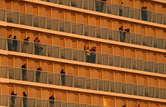 Διαφάνεια 5 από 24: The Anthem of the Seas cruise ship pulls out of port in Bayonne, New Jersey, January 3, 2016. (Photo by Gary Hershorn/Corbis via Getty Images)