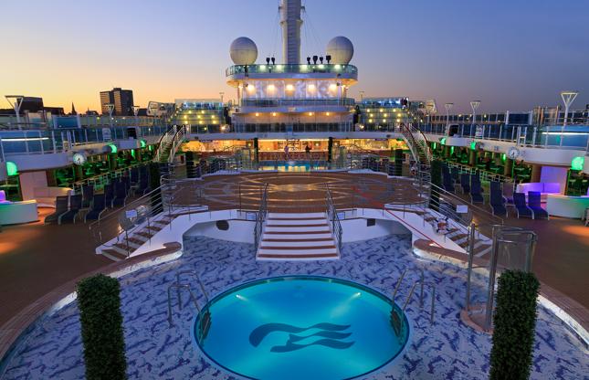 Διαφάνεια 18 από 24: Royal Princess cruise ship in Halifax Port, Nova Scotia, Canada