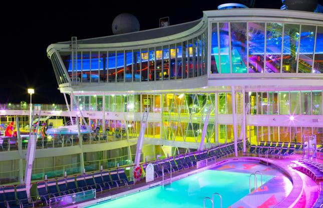 """Διαφάνεια 3 από 24: ROYAL CARIBBEAN """"OASIS OF THE SEAS"""" - MARCH 4, 2013: Open pool deck of the luxury cruise ship. Over 5,500 guests are cruising every week."""